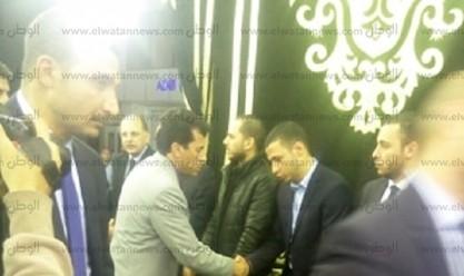 وزير الرياضة ومدحت العدل وياسر أيوب يقدمون واجب العزاء في خالد توحيد