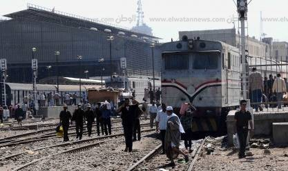 مصرع شقيقين قفزا من قطار في المنيا بعدما فاتتهما محطة النزول
