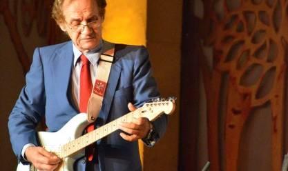 تألق عازف الجيتار إلهامي خورشيد بمجموعة من أغنيات أم كلثوم والعندليب بالأوبرا المصرية