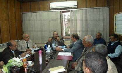 رئيس مياه أسيوط يجتمع بمديري الشركة لمناقشة سير العمل وتذليل العقبات