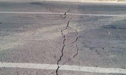 """هبوط أرضي على الطريق الدولي في أبوزنيمة.. و""""هيئة الطرق"""": تم الإصلاح"""