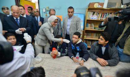 وزيرة الصحة ومحافظ القاهرة في مدرسة قصر العيني