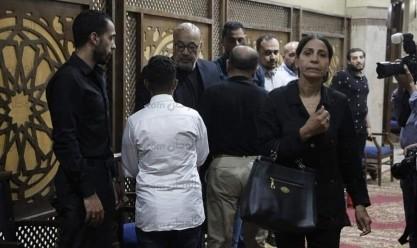 نجوم الفن يتوافدون على عزاء والدة الفنان حجاج عبد العظيم