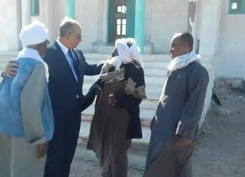 """محافظ البحر الأحمر يلتقي أهالي """"الشيخ مالك"""" لبحث مطالبهم"""