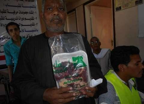 """""""مصر الخير"""": ذبح 2 رأس عجل وتوزيعها على المحتاجين بجهينة في سوهاج"""