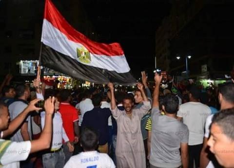 فرحة أهالي مطروح تغلق الشوارع تعبيرا عن سعادتهم بصعود مصر لكأس العالم
