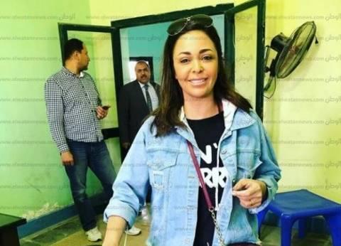 """داليا البحيري تنشر صورتها أثناء تصويتها في الانتخابات: """"تحيا مصر"""""""