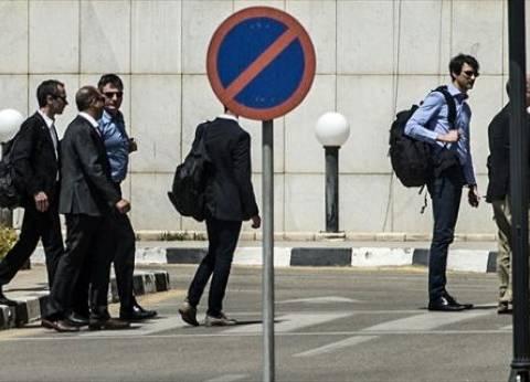 بالصور| وصول وفد المحققين الفرنسيين إلى مطار القاهرة الدولي