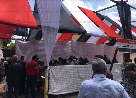 بالصور| عشرات المواطنين في المطرية يحتفلون بالاستفتاء على التعديلات