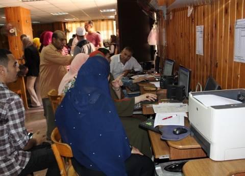 بالصور| إقبال ملحوظ على تسجيل رغبات الثانوية بمكاتب التنسيق بالمنصورة