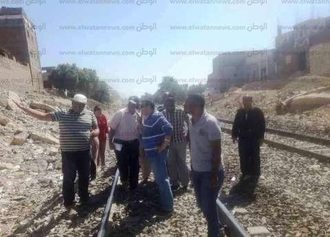 هبوط محدود بشريط السكة الحديد في أسوان وتشكيل لجنة لمعاينة الموقع