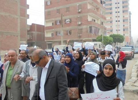 مسيرة لطالبات في المنيا للحث على المشاركة في الانتخابات