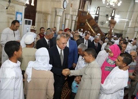 بالصور| محافظ قنا يؤدي صلاة عيد الفطر بمسجدسيدي عبدالرحيم القنائي