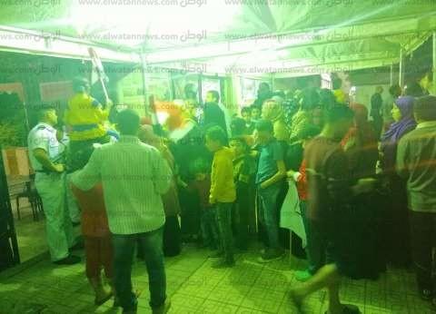 """زحام شديد أمام لجنة الرشيد بمصر الجديدة.. ومواطن: """"الناس جاية تفرح"""""""