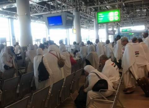 1040 حاجا من الإسكندرية ومطروح والبحيرة يغادرون مطار برج العرب للمدينة المنورة