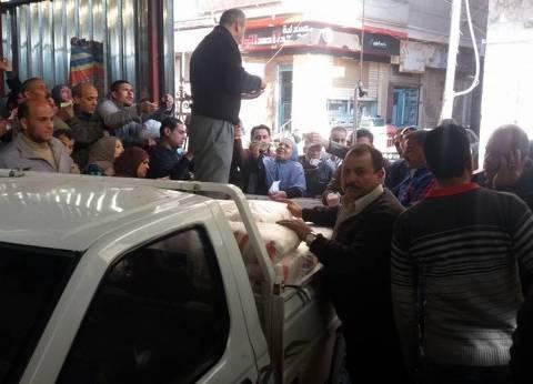 بالصور| إقبال على شراء كميات من السكر في أسواق تحيا مصر بالمحلة الكبري