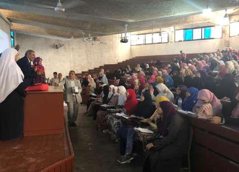 في أول يوم للدراسة.. رئيس جامعة الأزهر يستقبل الطالبات الجدد