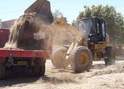 رفع المخلفات الصلبة والقمامة في قريتين بالمنيا