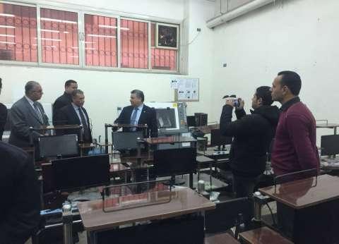 "رئيس جامعة بنها يزور ""هندسة شبرا"" ويلتقي بالطلاب"