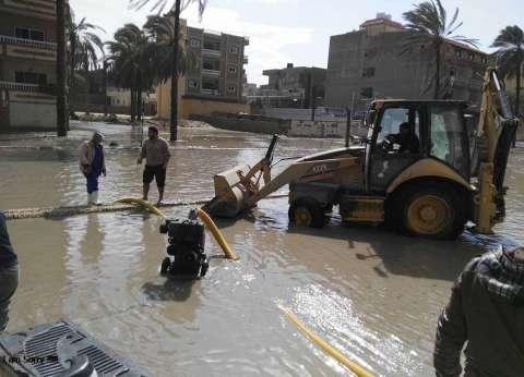 """الصرف الصحي بالإسكندرية تنهي تطهير """"الشاطبي"""" بعد انفجار ماسورة مياه"""
