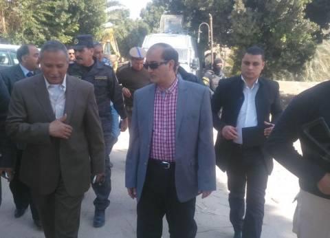 بالصور| مساعد وزير الداخلية ومدير أمن سوهاج يؤديان صلاة الجمعة بالمسجد الكبير بقرية البلابيش
