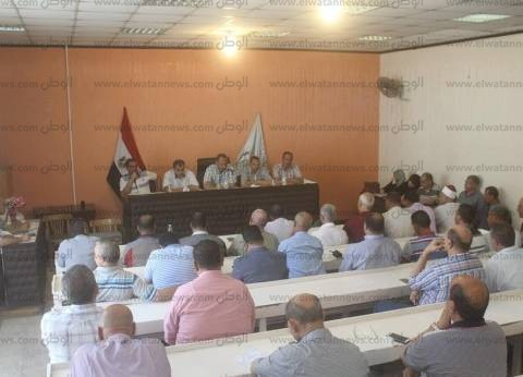 بالصور| رئيس مدينة دسوق يلتقي الأهالي ويشكل لجنة لإغلاق الورش المخالفة