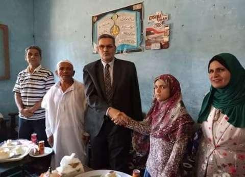 """رئيس """"مغاغة"""" بالمنيا يهنئ هاجر محمد عاشر الجمهورية في الثانوية العامة"""