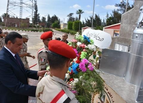محافظ البحيرة يضع إكليلا من الزهور على النصب التذكاري بمناسبة 6 أكتوبر