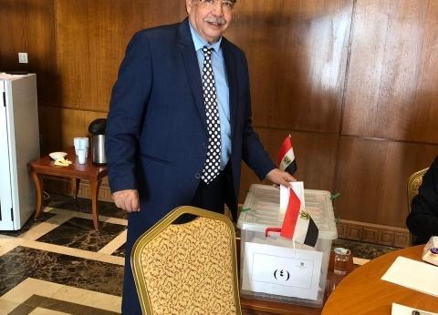 """علماء """"مصر تستطيع"""" يواصلون المشاركة في الاستفتاء"""