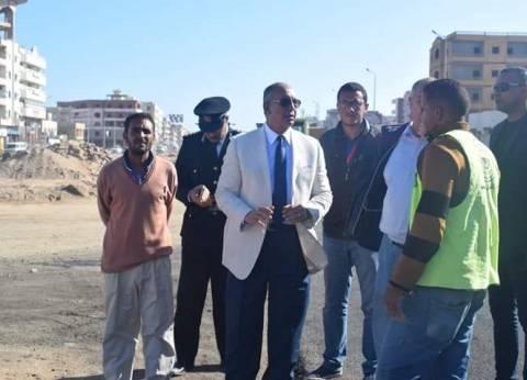 محافظ البحر الأحمر يتابع أعمال تطوير شارع النصر بالغردقة