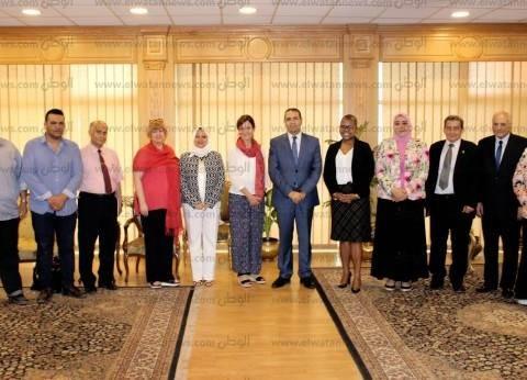 """رئيس جامعة المنصورة يستقبل وفدا أمريكيا لإعداد معلمي مدارس """"STEM"""""""