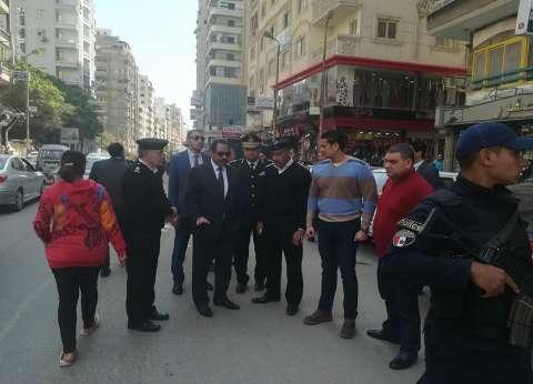 مدير أمن الإسكندرية يفاجئ الارتكازات الأمنية بالمرور قبل فتح اللجان