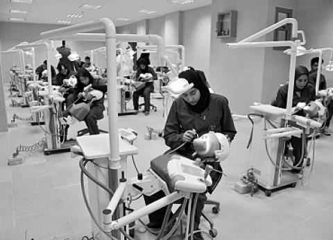 أطباء ينتقدون طريقة التعليم وغلبة الجانب النظرى على العملى.. نفتقد الأجهزة الحديثة