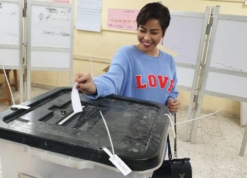 بالصور| شيرين تصوّت في الاستفتاء على التعديلات الدستورية