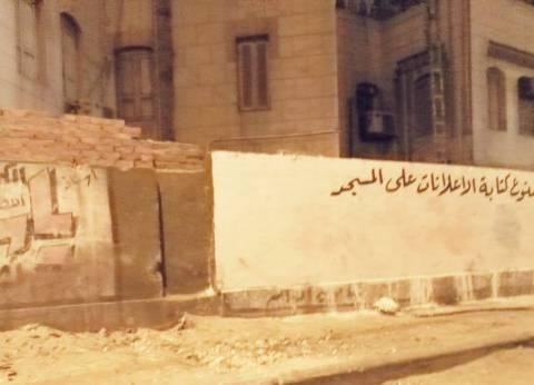 إزالة الإعلانات المخالفة بطريق المحمودية في الإسكندرية