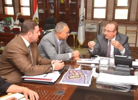 محافظ بني سويف يبحث مع نائب وزير الإسكان البدء في تطوير عزبة الصفيح