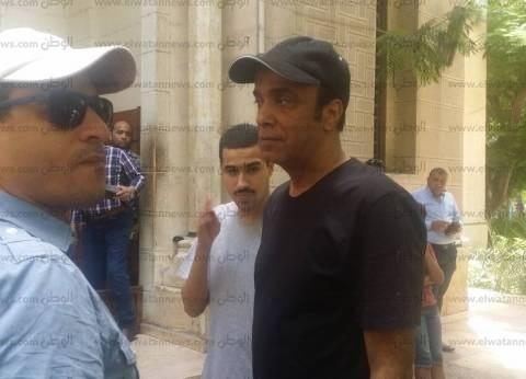 بالصور| 4 فنانين فقط في جنازة محمد شرف بالإسكندرية