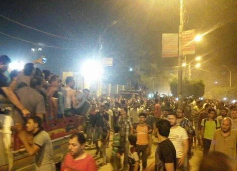 """الآلاف من أهالي الفشن ببني سويف يشيعون جثامين 7 من شهداء """"هجوم المنيا"""""""