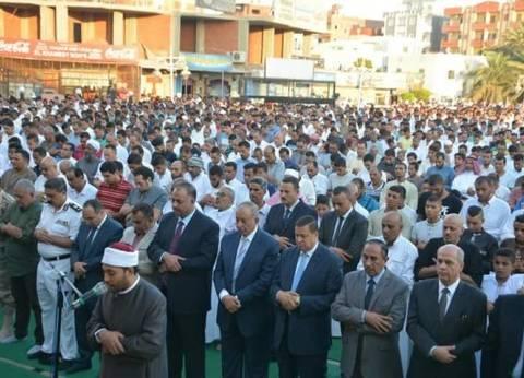 آلاف المواطنين يؤدون صلاة العيد بمسجد الميناء في الغردقة