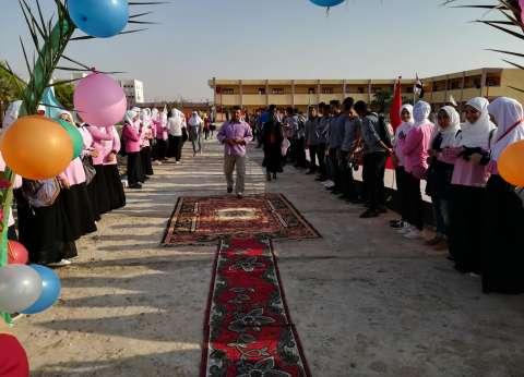 مهرجان مدرسى فى الوادى الجديد: ورود وبالونات وسجادة حمراء