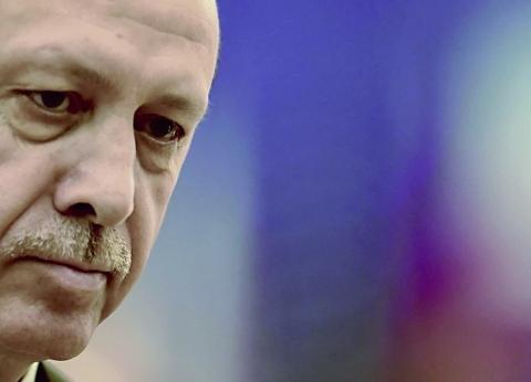 أردوغان يقسم تركيا.. المعارضة طالبته بترك الإخوان وحزبه يحميهم