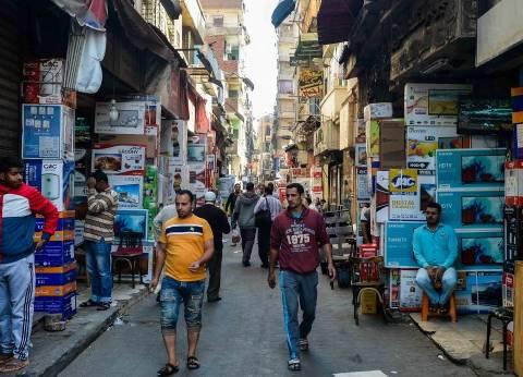 الركود يسيطر على «شارع عبدالعزيز».. وأصحاب المحلات: «الحال واقف ومفيش زباين».. ومواطنون: «حاجاتكم غالية وصدمتنا»