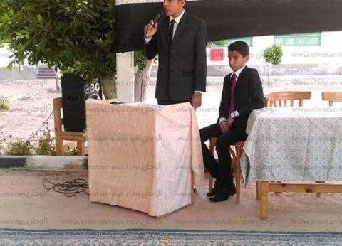 """مدير """"أزهرية جنوب سيناء"""" يكرم الطالب المثالي على مستوى الجمهوية"""