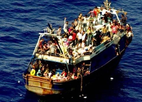 """بدء نزول المهاجرين غير الشرعيين من السفينة """"ديتشوتي"""" بإيطاليا"""