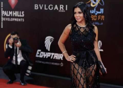 """رانيا يوسف تصل النيابة لسماع أقوالها في بلاغات """"الفستان"""""""