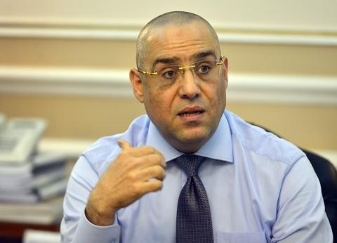 """وزير الإسكان يدعو المواطنين للمشاركة في الاستفتاء: """"ماتفرطش في حقك"""""""