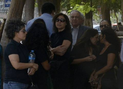 بالصور والفيديو| جثمان حسين عبدالرازق يغادر مسجد عمر مكرم لمثواه الأخير
