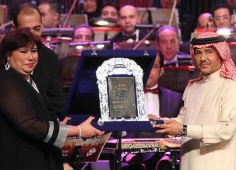 إيناس عبد الدايم تكرم محمد عبده في أمسية غنائية بالأوبرا