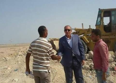محافظ البحر الأحمر يتفقد أعمال رفع المخلفات بطريقي الاحياء والدائري