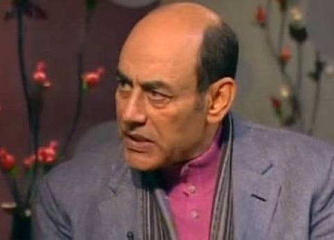 أحمد بدير ينعى نور الشريف باكيا: أستاذي ومصدر الضحكة